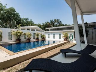 Katty villa modern architect villa - Sakhu vacation rentals