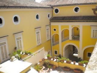 Bed&Breakfast Palazzo Lanza - Capua vacation rentals