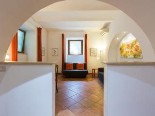CHEAP & CHIC YELLOW APT COLISEUM – ALL INCLUDED! - Rome vacation rentals