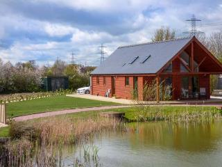 THE GREEN MONKEY, single-storey detached lodge with WiFi, hot tub, en-suite - Thorpe On The Hill vacation rentals
