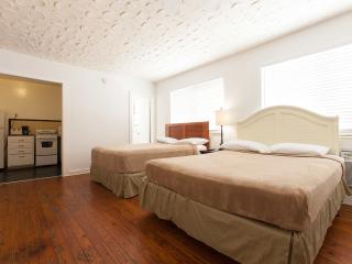 Cozy studio 1/2 block from Lincoln Road/p12a - Miami Beach vacation rentals