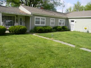 Cozy Cottage - 14 miles S.of Indy in Bargersville - Indianapolis vacation rentals