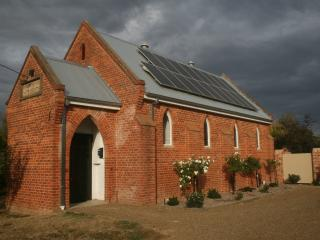 Cozy 1 bedroom Bed and Breakfast in Oxley with Parking - Oxley vacation rentals