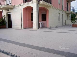 Appartamento con corte pochi passi dal mare - Porto Potenza Picena vacation rentals