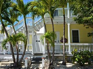 Carey's Corner - Cute 'Old Town' Condo Just a Few Blocks From Duval! - Key West vacation rentals