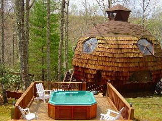 Geodesic Dome On 40 Acres With Bubbling Hot Tub, Mountain Views, & WiFi - Grassy Creek vacation rentals