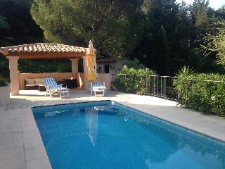 F310 Belle villa avec piscine privée proximité cen - Saint-Maxime vacation rentals