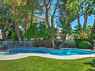 Recently Renovated 4BR Las Vegas House w/Wifi, Private Pool, Jacuzzi & Basketball/Volleyball Courts - Prime Location! Just 1 Mile from the Las Vegas Strip! - Las Vegas vacation rentals