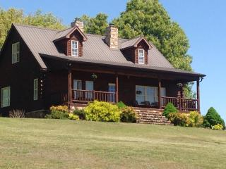 LOG CABIN: PERFECT PLACE TO ENJOY EVERYTHING OUR AREA HAS TO OFFER!!! - Berryville vacation rentals