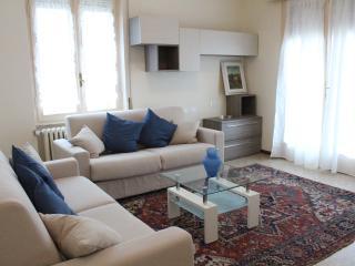 ELEGANT & QUIET APARTMENT IN Salò: LAKE GARDA - San Felice del Benaco vacation rentals