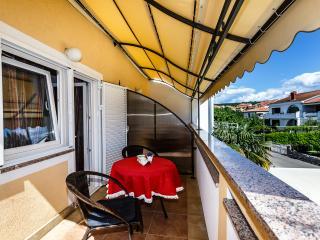 Neu und Modern, nur 300 m vom Strand und Zentrum ! - Malinska vacation rentals