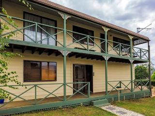 Perfect 3 bedroom Tawonga South House with A/C - Tawonga South vacation rentals