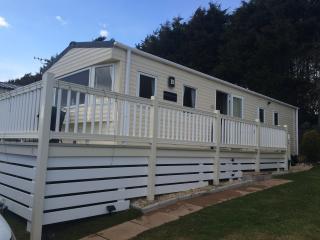 Modern Caravan 5*Shorefield Park FREE Wifi sleeps6 - Milford on Sea vacation rentals