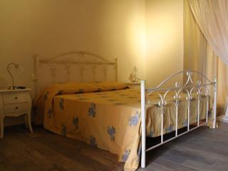 1 bedroom Bed and Breakfast with Internet Access in Peschiera del Garda - Peschiera del Garda vacation rentals