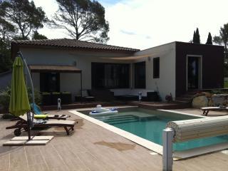 VILLA IN GOLF OF BARBAROUX IN PROVENCE, FOR  8p - Brignoles vacation rentals
