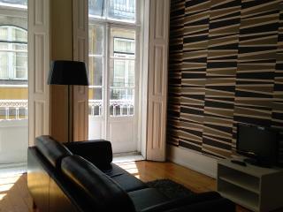 Cozy 2 bedroom Condo in Porto - Porto vacation rentals