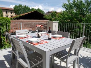 LA TERRAZZA – Wifi, amazing location and terrace! - Lucca vacation rentals