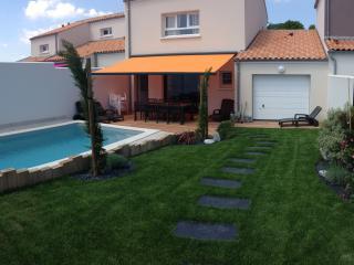 La Maison de Pomone avec sa piscine chauffée - Arces Sur Gironde vacation rentals