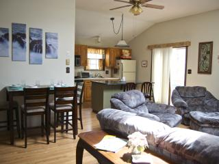 Couples Cozy, Warm Retreat with King Size Bed! - Tamiment vacation rentals