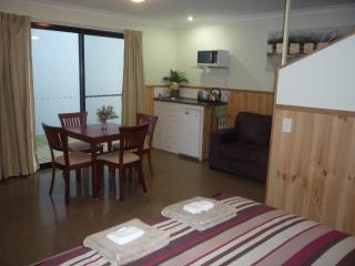 TWO-BEDROOM BEACH UNIT - Aircon, Modern, Comfortable, Clean, Central - Hawley Beach vacation rentals