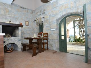 Romantic 1 bedroom House in Tucepi - Tucepi vacation rentals