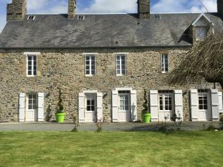 Cozy 3 bedroom Coutances House with Internet Access - Coutances vacation rentals
