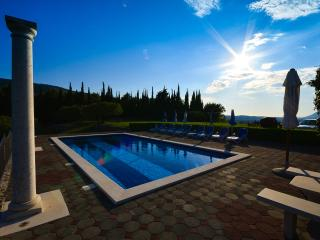 Nice Villa with Internet Access and A/C - Gruda vacation rentals