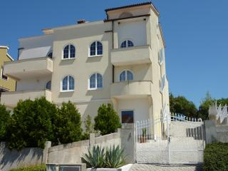 Beautiful 2 bedroom Vrsar Condo with Internet Access - Vrsar vacation rentals