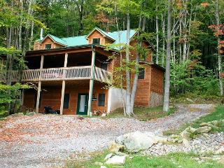 Tre Signore provides the perfect spot for friends and families to gather. - Canaan Valley vacation rentals
