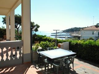 Villa Fiorella con due camere da letto e giardino - Castiglioncello vacation rentals