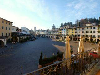casagreve - Ferienhaus an der Piazza - Greve in Chianti vacation rentals