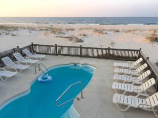 Awe Inspiring Condos Vacation Rentals In Gulf Shores Flipkey Download Free Architecture Designs Licukmadebymaigaardcom