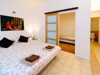 A3N2 Paul Valery  50m plages, Climatisation - Nice vacation rentals