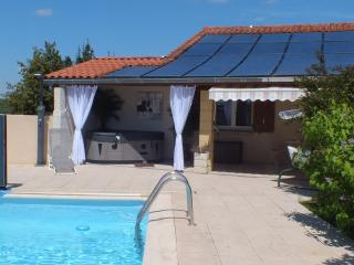 Romantic 1 bedroom Gite in Lescure-d'Albigeois - Lescure-d'Albigeois vacation rentals