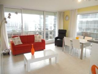 Appartement lumineux, une chambre vue latérale sur - De Panne vacation rentals