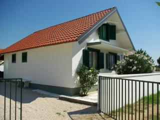 3 bedroom House with Internet Access in Nin - Nin vacation rentals