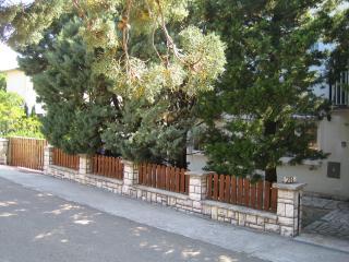 Cosy apartment, 150m to the beach - Jadranovo vacation rentals
