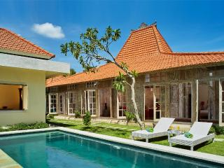 3BR villa Seminyak/Oberoy,15mint walk to the beach - Seminyak vacation rentals
