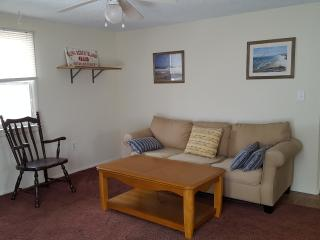 Cozy 2 bedroom Beach Haven Apartment with Internet Access - Beach Haven vacation rentals