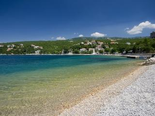 Quiet apartment, 150m to the beach - Jadranovo vacation rentals