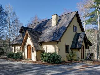 PET-FRIENDLY! Once Upon a Stream- Adorable Mountain Cottage! - Sapphire vacation rentals