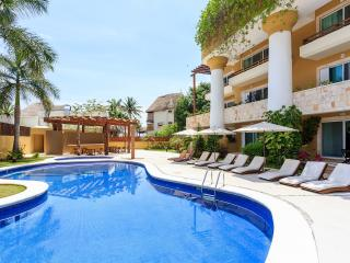 Fab Condo 14 Steps to Beach & Pano Rooftop Views - Playa del Carmen vacation rentals