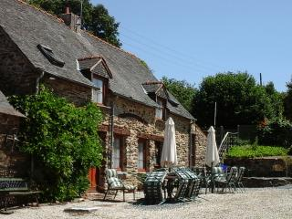 Cozy 3 bedroom Mur-de-Bretagne Gite with Internet Access - Mur-de-Bretagne vacation rentals