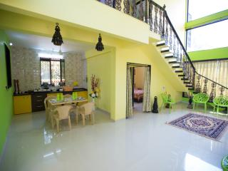 Cozy Bungalow in Mahabaleshwar with Housekeeping Included, sleeps 12 - Mahabaleshwar vacation rentals