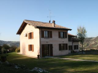 Bright 4 bedroom Bologna House with Internet Access - Bologna vacation rentals