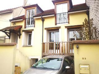 Maison Versailles 4 à 6 personnes - Bouafle vacation rentals