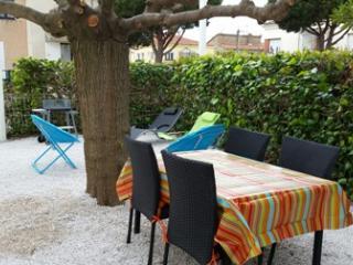 Appartement climatisé 300m centre et 500m plage - Valras-Plage vacation rentals