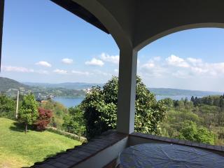 Villa Vista lago stile country vicino ad Arona - Arona vacation rentals