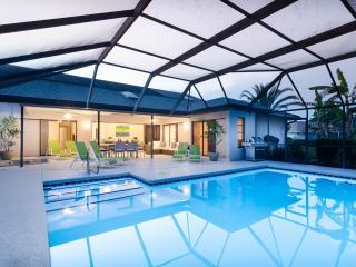 Casa Bonita - contemporary courts comfort at this new pool, spa home in quiet neighborhood. Close to Barefoot Beach, Old Bonita, Golf, Shopping & More! - Bonita Springs vacation rentals