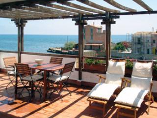 Cozy 2 bedroom Condo in Porticello - Porticello vacation rentals